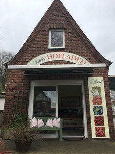 Unser Werner Hofladen in Stade am Berliner Platz. Cabin, House Styles, Home Decor, Farm Shop, Decoration Home, Room Decor, Cabins, Cottage, Home Interior Design