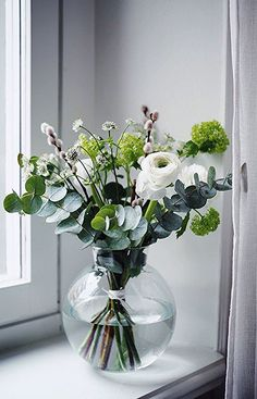 Vasen Bouquet - Deko The Perfect Ceramic Tile: A Guide Article Body: Any sort of home improvement re Cut Flowers, Fresh Flowers, Beautiful Flowers, Beautiful Images, Vases Decor, Plant Decor, Flower Decorations, Table Decorations, Decoration Plante