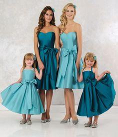 Win designer bridesmaid dresses from Veromia Wedding Bridesmaid Flowers, Modern Bridesmaid Dresses, Wedding Dresses Uk, Blue Bridesmaids, Prom Dresses, Baby Wedding, Wedding Colors, Dream Wedding, Dresses Short