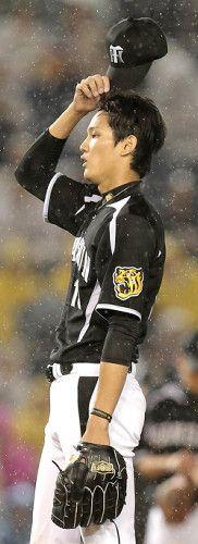 3回2死満塁、角中に押し出し死球を与えガックリの藤浪