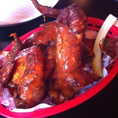 bodeans chicken wings     Wings 1kG 1kg - Chicken wings with 2 bone wings [Cut at joint into 2] 200g - Plain flour  50g - Celery salt  Buffalo mop 1KG 275g - Butter Unsalted  35g - Fresh Garlic [Peeled and crushed]  220g - Tomato paste  275ml - White wine Dry  65ml - Cider vinegar 130ml - Tabasco  2g - Salt   Blue cheese dressing 1KG 700g - Blue cheese Dochelate Crush with a fork 190g - Sour Cream 95g - Mayonnaise Fresh 15ml - White wine vinegar New Recipes, Cooking Recipes, Blue Cheese Dressing, Food Website, Looks Yummy, Fresh Garlic, Buffalo Chicken, Bon Appetit, Chicken Wings