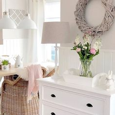#whiteliving #whitehome #interiorsforyou #interiors #interiorsinspo #whiteinteriors #instahome #instadecorations #shabbyhome #livingroom credit @jasmin.maison