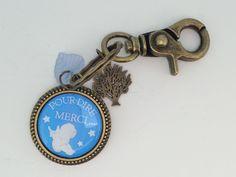 Bijou de Sac - Porte Clés - Porte Bonheur - Grigri en métal avec un cabochon en résine bleu et blanc Merci de la boutique PourDireMerci sur Etsy