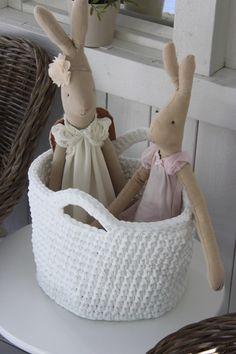 Virkattu kori, Maileg puput Cotton Cord, Wicker Baskets, Sweet Home, Crochet Bags, Home Decor, Trapillo, Crocheting, Hand Crafts, Crochet Purses