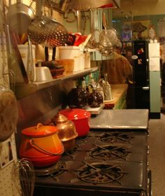 A real working kitchen brought to you by Julia Child. Kitchen Photos, Kitchen Items, Kitchen Redo, Kitchen Design, Celebrity Kitchens, Melrose House, Swedish Kitchen, Culinary Chef, Vintage Stoves