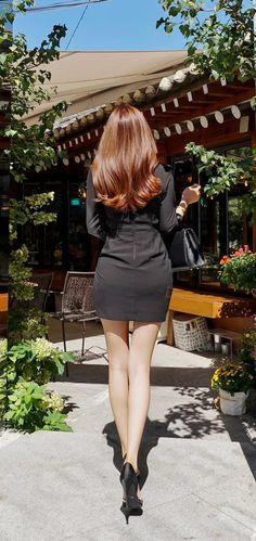 Beautiful Asian Women, Beautiful Legs, Girls In Mini Skirts, Sexy Hips, Asian Cute, Beauty Full Girl, Ulzzang Girl, Fashion Outfits, Womens Fashion
