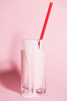 Berry flavored milk with pastel pink background. Would make a nice phone background too. Save this one for later! Pink Love, Red And Pink, Pretty In Pink, Perfect Pink, Perfect Match, Tout Rose, Rose Bonbon, Pink Milk, Flavored Milk
