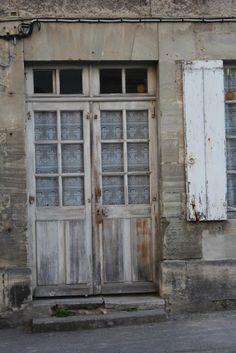 A door in Bayeux, France