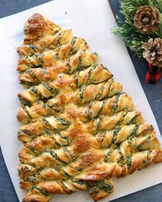 Spinach Artichoke Christmas Tree Appetizer #appetizers