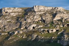 Neolithic caves in Matera, interesting archaeological sites