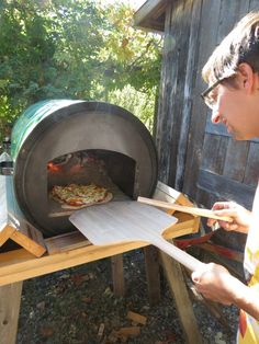 http://lawnstoloaves.files.wordpress.com/2012/10/pizza-oven.jpg