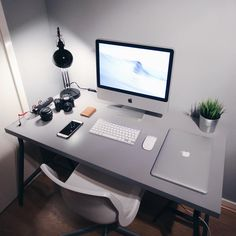 "281 Likes, 11 Comments - Chris Gower (@cgower) on Instagram: ""Old school iMac. #minimalsetups #vsco"""