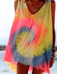 Fun beach cover up. Don't know if i can ty-dye that perfectly though Fashion Mode, Look Fashion, Ty Dye, Beach Bodys, Summer Outfits, Cute Outfits, Estilo Hippie, Mein Style, Summer Of Love