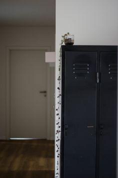 Ordnungswoche: 5 Tipps für mehr Ordnung in deinem Zuhause! Lockers, Locker Storage, Cabinet, Furniture, Home Decor, Home, Tips, Woman, Clothes Stand