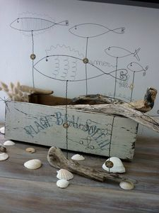 Wire fish and driftwood base - nice project to try
