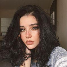 Cute makeup for blue eyes - ChicLadies. Black Hair Green Eyes Girl, Black Brown Hair, Brown Curly Hair, Girls With Black Hair, Green Hair, Black Hair Model, Black Hair Makeup, Black Hair Hazel Eyes, Green Brown Eyes