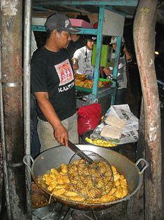 Perkedel kentang, oftewel Indische aardappelkoekjes - de Indomama Caribbean Recipes, Caribbean Food, Indonesian Food, Indonesian Recipes, Corned Beef, Paella, Soul Food, Appetizers, Ethnic Recipes