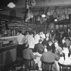 Fotos de Buenos Aires de los años 40 Old Images, Old Photos, Vintage Photos, Visit Argentina, Restaurant Interior Design, Tango, South America, Nostalgia, Black And White