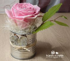 Tin can with single pink rose, ideal for the countryside wedding. Deco Floral, Floral Design, Art Floral, Deco Champetre, Peony Bouquet Wedding, Small Centerpieces, Valentines Flowers, Countryside Wedding, Centre Pieces