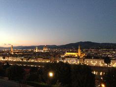 ミケランジェロ広場からの夜景 フィレンツェの街を一望できる!