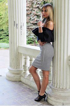 #body #pepitka #stylizacja #modadamska #moda #fashion #look #midiskirt #heels #laceup