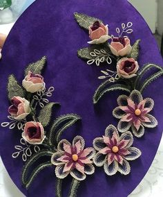 Lace Making, Bargello, Knitting Yarn, Brooch, Floral, Flowers, How To Make, Jewelry, Cupcakes