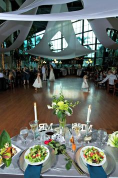 kelly toms wedding at pavilion grille in boca raton was featured on tlcs four weddings south florida show the venue was voted for food by the brides