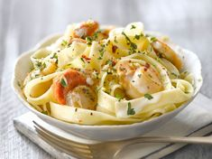 Fettuccine Alfredo con Capesante - Fry's Food Stores Shellfish Recipes, Seafood Recipes, Seafood Scallops, Coquille Saint Jacques, Fettuccine Alfredo, Yummy Pasta Recipes, Salty Foods, Cooking Chef, Winter Food