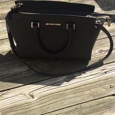 Mk bag final salelarge Selma bag Like new Michael Kors Bags