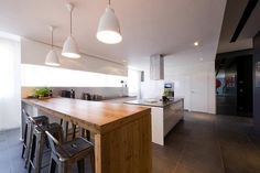 fashionable-french-loft-with-open-interiors-and-colorful-lighting-5.jpg