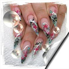 Kinky styletto nails