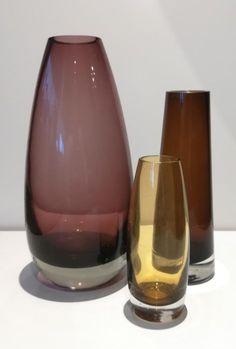 Catawiki online auction house: Erkki Siirionen, Tamara Aladin - Riihimäen Lasi - Vase (3) - Glass Genie Bottle, Bottle Art, Wine Glass, Glass Art, Colored Vases, Antique Glass, Glass Design, Aladdin, Parfait