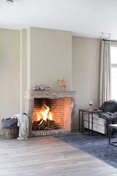 Classic Fireplace, House Yard, Rustic Farmhouse, Living Room Designs, Modern Design, Sweet Home, Indoor, Decoration, Building