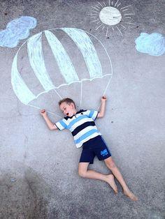 Chalk drawing photography kids craft outdoor fun - Ideen für Fotos - HoMe Chalk Photography, Outdoor Photography, Creative Photography, Children Photography, Drawing For Kids, Art For Kids, Children Drawing, Kids Fun, Chalk Pictures