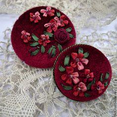 Купить Парные броши с вышивкой шелковыми лентами Обворожительный рубин - украшения с вышивкой, брошь с вышивкой