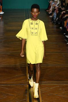 Andrew Gn Spring 2019 Ready-to-Wear Fashion Show Collection: See the complete Andrew Gn Spring 2019 Ready-to-Wear collection. Look 9