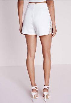 Short blanc taille haute empiècements dentelle