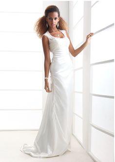 Vestido de #boda súper elegante y moderno. Encuéntralo aquí