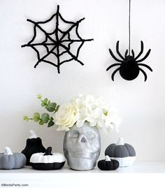 Halloween Mantel DIY Modern Décor -neutral, black and white monochrome craft projects for a easy and inexpensive Halloween décor! #halloween #diy #crafts #halloweendecor #halloweenathome #halloweendecor #halloweencrafts #halloweendiy #halloweenblackandwhite #blackandwhitehalloween #modernhalloween #neutralhalloween Halloween Mantel, Modern Halloween, Fun Halloween Crafts, Festive Crafts, Halloween Party Supplies, Halloween Decorations, Party Decoration, Craft Party, Diy Mantel