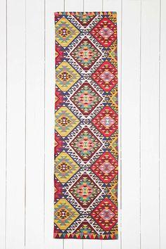 "Teppich ""Ankara"" in Rot, 2 x 8 Fuß - Urban Outfitters"