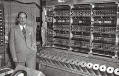 John Von Neumann and his machine at Princeton Institute of Advanced Studies. Used Williams tubes (CRTs) as memory devices, but used his stored-program concept, thus modern systems are mostly based on Von Neumann architecture. Photo from Computer History John Von Neumann, Alter Computer, Computer Love, Computer Technology, Computer Science, Science And Technology, Antonio Caso, Computer History Museum, Institute For Advanced Study