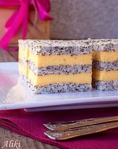 Mamina jela: Krem kocke s makom Cookie Desserts, Easy Desserts, Delicious Desserts, Cupcake Recipes, Baking Recipes, Cookie Recipes, Croation Recipes, Rodjendanske Torte, Kolaci I Torte