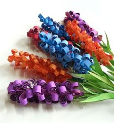 These gorgeous colorful spring ( hyacinth ) flowers were made of a few sheets of simplecraft papers with a very easy paper strip rolling technique ( same used in quilling ). It`s a very easy , and quick spring kids papercraft project and the flowers ...