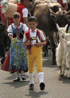 Children in traditional Swiss costume leading the Alp Aufzug. One of our first Swiss culture outings after moving there. Glacier Express, Visit Switzerland, Switzerland Christmas, Swiss Miss, Folk, Costumes Around The World, Art Populaire, My Heritage, Historical Clothing