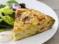 Spanisches Kartoffel-Omelett mit grünem Salat -