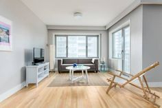 Apartment on Drummond Street 605 Montreal Set in Montr?al, this air-conditioned apartment is 300 metres from Montreal Museum of Fine Arts. The apartment is 500 metres from McGill University. Free WiFi is offered throughout the property.