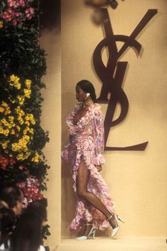 1993 - yves Saint Laurent Couture show -  Naomi Campbell