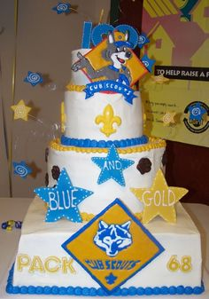 Blue & Gold Cake @Carey Baldwin Cummins-Yocom... reminded me of phoenix and how he was turning 8