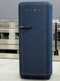 Smeg, which has developed home appliances for 60 years, and Italia Independent, a brand of creativity and style, have combined two icons to create the SMEG Jeans Refrigerator. Denim Furniture, Upcycled Furniture, Cool Furniture, Furniture Ideas, Smeg Fridge, Retro Fridge, Denim Sofa, Denim Ideas, Recycle Jeans