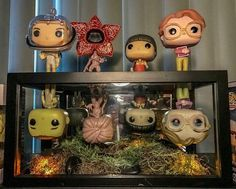 A friend of mines stranger things display! Stranger Things Saison 1, Stranger Things Funko Pop, Stranger Things Halloween, Stranger Things Funny, Stranger Things Netflix, Décoration Harry Potter, Funko Pop Display, Funko Pop Dolls, Stranger Things Aesthetic